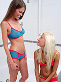 Lustful teen cuties  kiss and deeply finger quims in bathtub