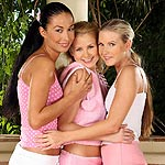 Tempting teens dildo and fist pink quims in sultry threesome