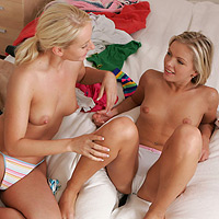 Luscious blondes kiss and finger in sweet sixtyniner in bed