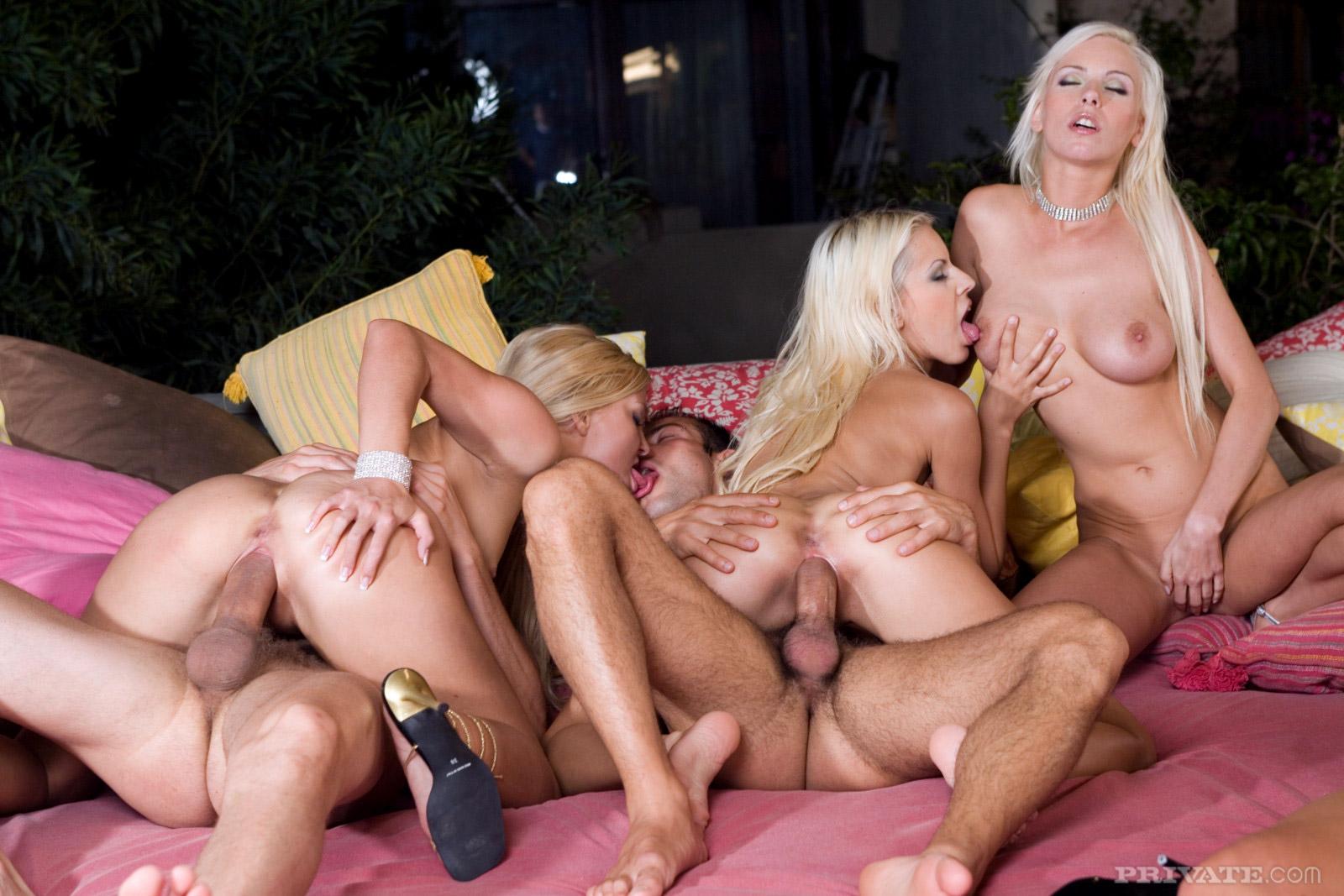 gruppovoy-seks-s-blondinkoy