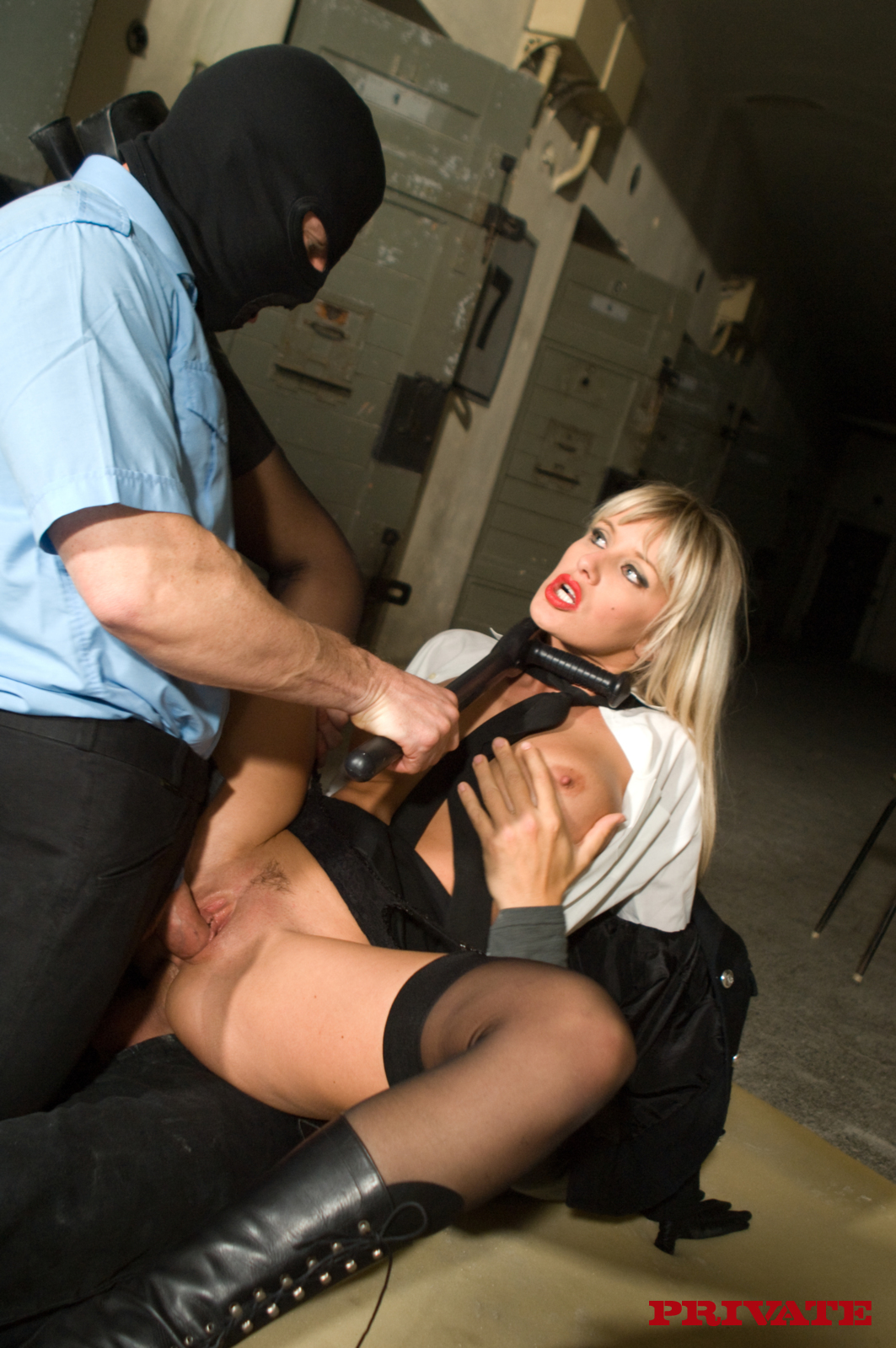 Абсолютно правы. полицейский трахнул блондинку что сейчас