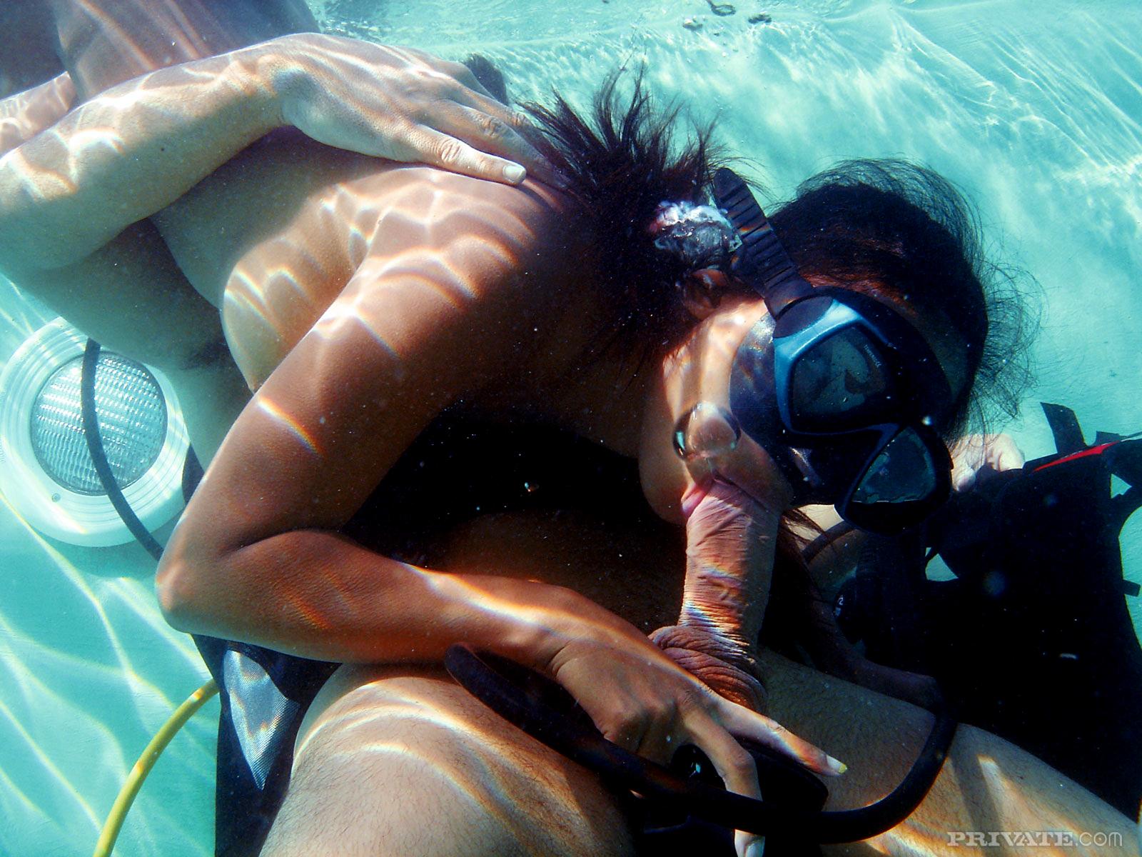 porno-foto-pod-vodoy