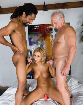 Amanda Enjoys an Interracial Trio