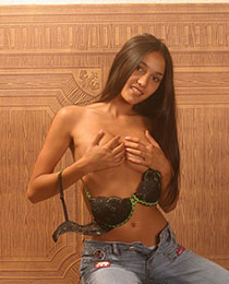 Hot Kamilla stripping