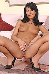 Slim young Amabella shows her pussy
