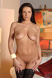 Stunning MILF Cecilia gets naked