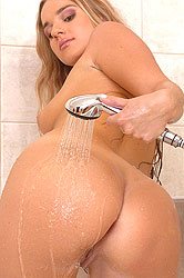 Blonde babe toying in the bathtub