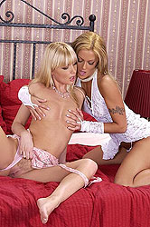 Hot blond babes in lesbian sex romp