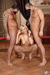 Lea L in a wild threesome action