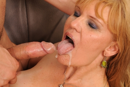 Horny mature Leina fucking with her younger lover