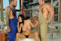 Sexy Aletta Ocean offer herself to the 4 workers