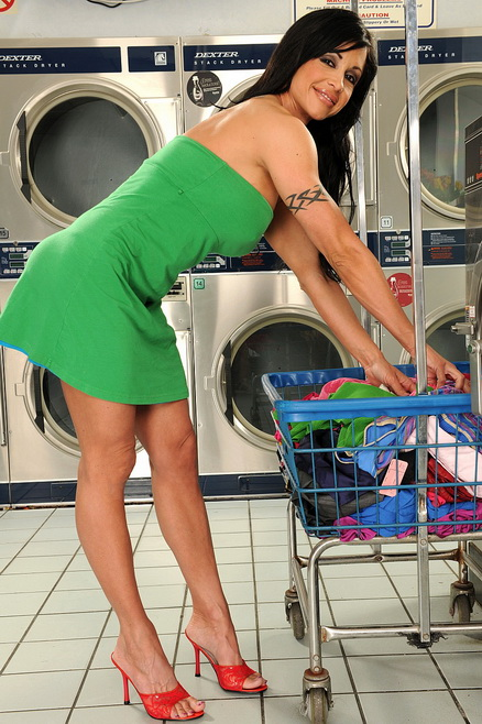Busty cougar housewife is fucking in the laundry