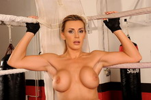 Sexy mamma Tanya is masturbating in a boxing ring