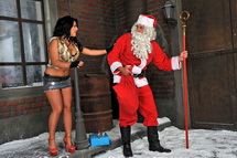 Horny Santa spying street gal n gets quick blowjob