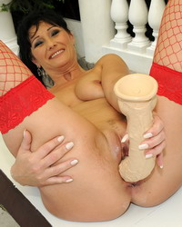 Tempting older bitch toys with her luscious pussy