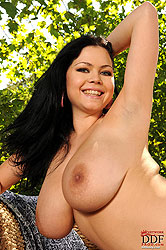 Shione Cooper posing outdoors naked
