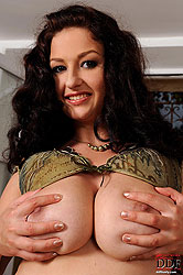 Curly & busty Sandy dildoing pussy