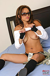 Young hot babe Kyra naked with cash