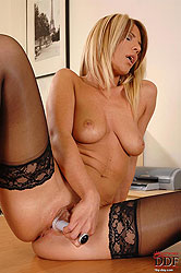 Secretary tickles her sweet cooter
