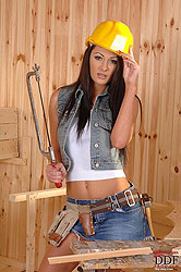 Hard hat hottie spreadin her love!