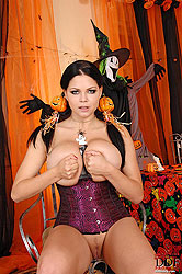 Shione Cooper´s Halloween toying