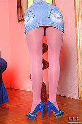 Hot Henessy´s pantyhose striptease