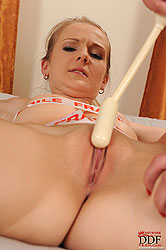 Goldie & Kety Pearl´s hot lesbo sex