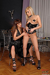 Nasty Eliska Cross makes Dona pee