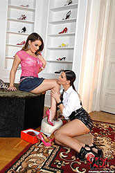 Eve & Natasha´s hot foot fetish sex