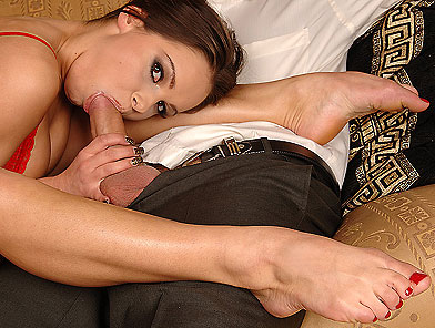 Teen Wibeke does footjob with her flexible legs