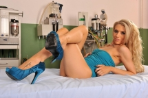 Lady in blue appears in a hot foot fetish harcore