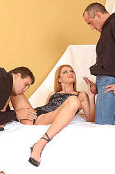 Hot Kelly enjoys double penetration