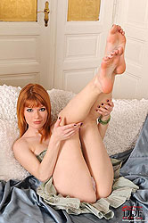 Mia Sollis shows off her sexy feet