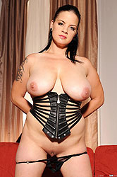 Busty Mandy May poses in latexwear