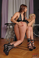 Eliska Cross spanking blonde Dona