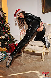 Aneta´s Xmas in latex with dildo!