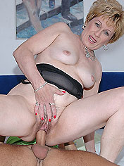 Blonde granny testing monster dildo before fucking