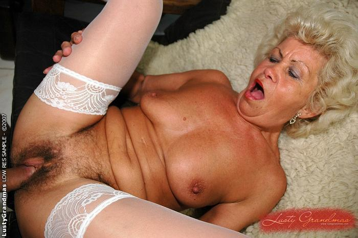 Really old granny gets fucked
