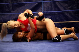 Lesbian fighting babes having sex afetr the round