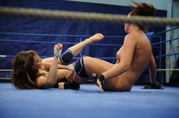 Lesbo fight between a former champion and a newbie