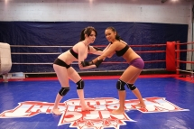 Angel Rivas and Niky Gold are fighting in a ring