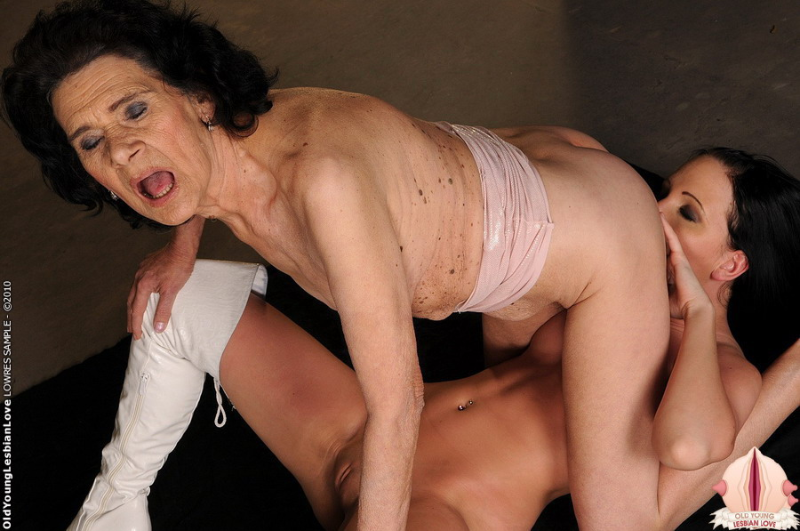 Riley, scène lick my hairy mature girl