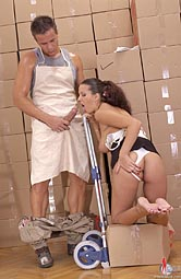 Hot babe sucks worker´s thick dong