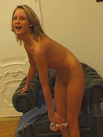 Blonde Liz Honey in pissing act with facial