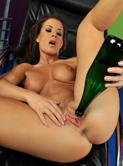 Laras inserting a bottle into her cunt and pissing