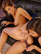 Peaches and Ivette in double penetration with dildos