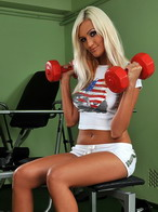 Gladys shows us how works a real chick in the gym