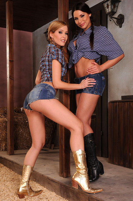 Sophie Moone and Zafira are dildoing in a barn
