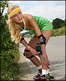 Blonde teenager loves to masturbate on her rollerskates