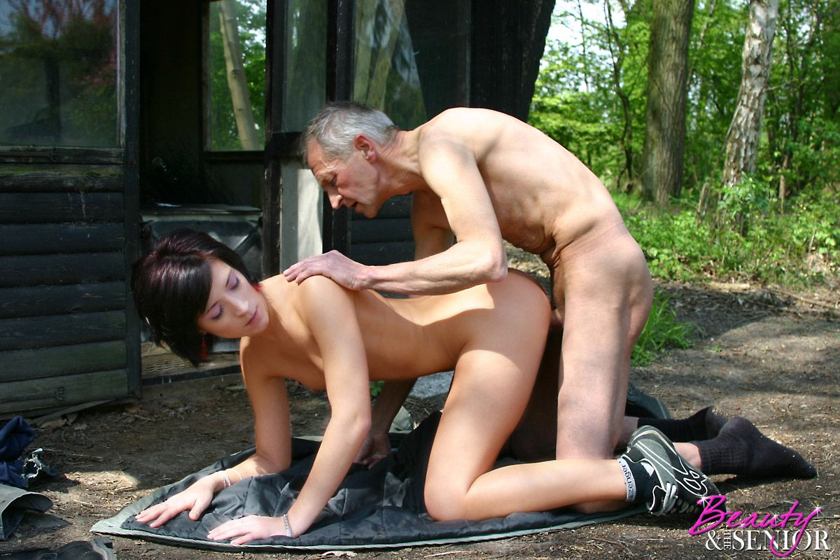 качественный массаж секс красивых девушек с страшным мужчиной домохозяек